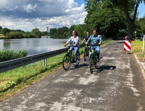 Touristen bleiben auf ausgeliehenen E-Bikes sitzen